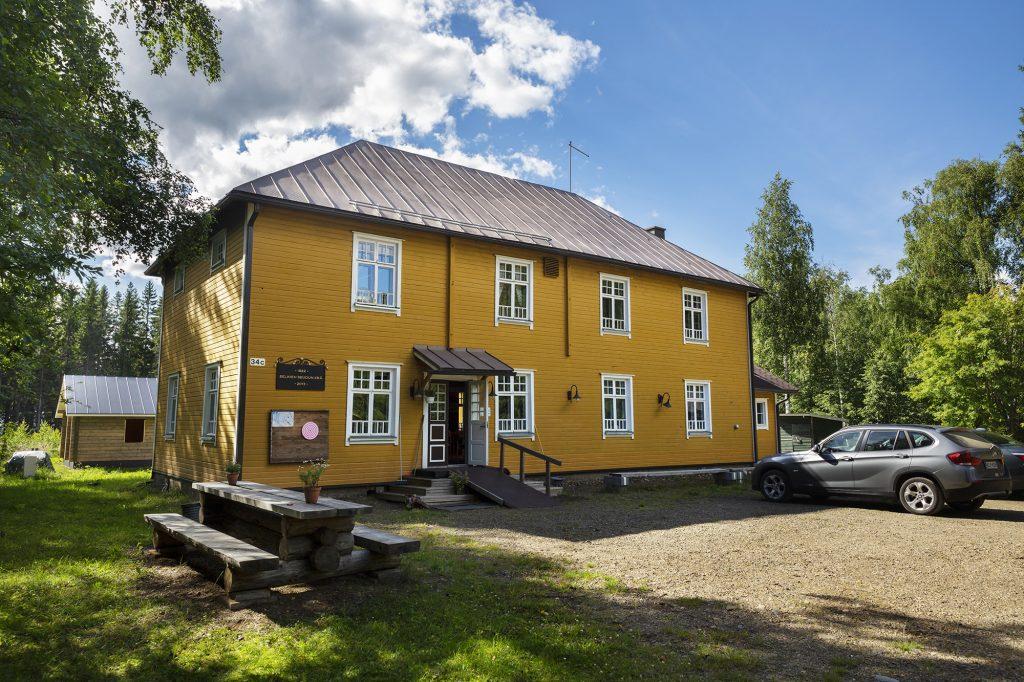 Kesäkahvila Vellikello, päärakennus kesällä.