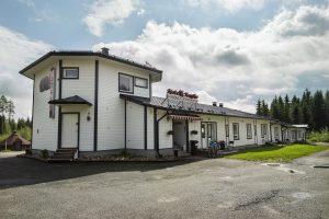 Motelli Kontio, rakennus ulkoa kesällä.