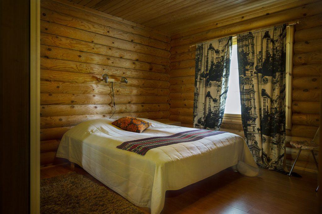 Sampon Mökit, hirsimökin makuuhuone.