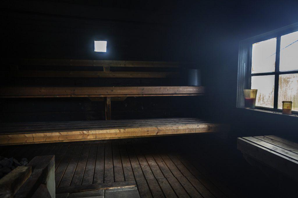 Herajärven retkeilykeskus Kiviniemi, savusauna sisältä.