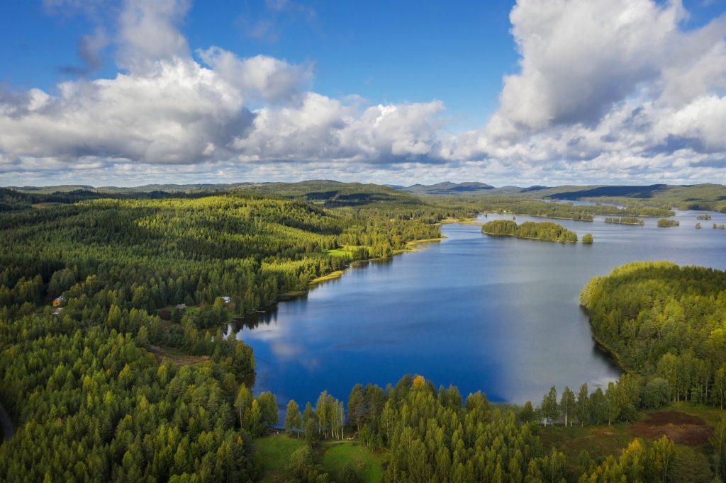 Herajärven aluetta ilmasta kuvattuna kesällä.