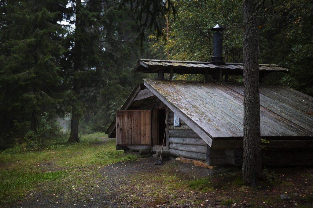 Laavu iltahämärässä Hautajärvellä, Kontiolahdella.